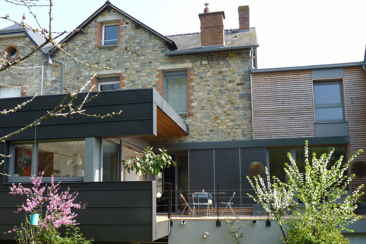 Extension restructuration maison individuelle Rennes terrasse
