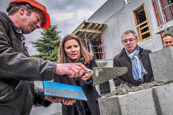 Pose de la première pierre du chantier Clair de Ville à Bruz (35)