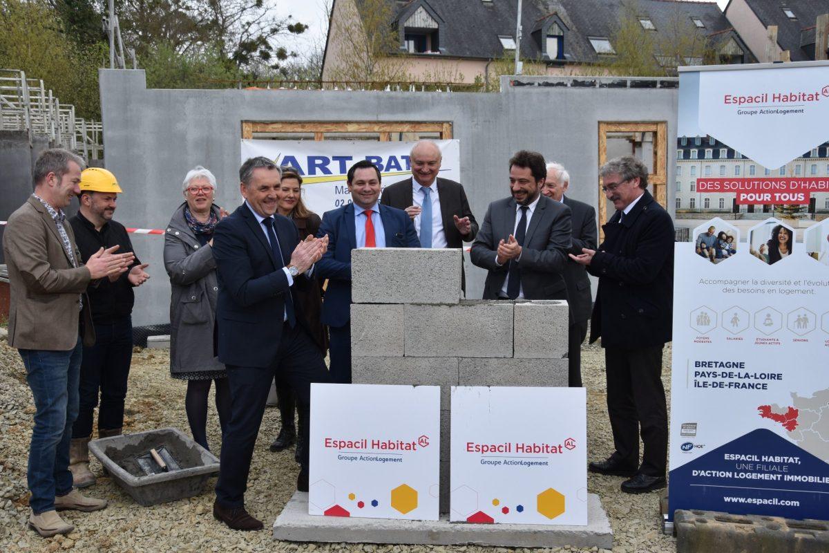 Pose de la première pierre du chantier Maison Helena à Saint-Gilles (35)